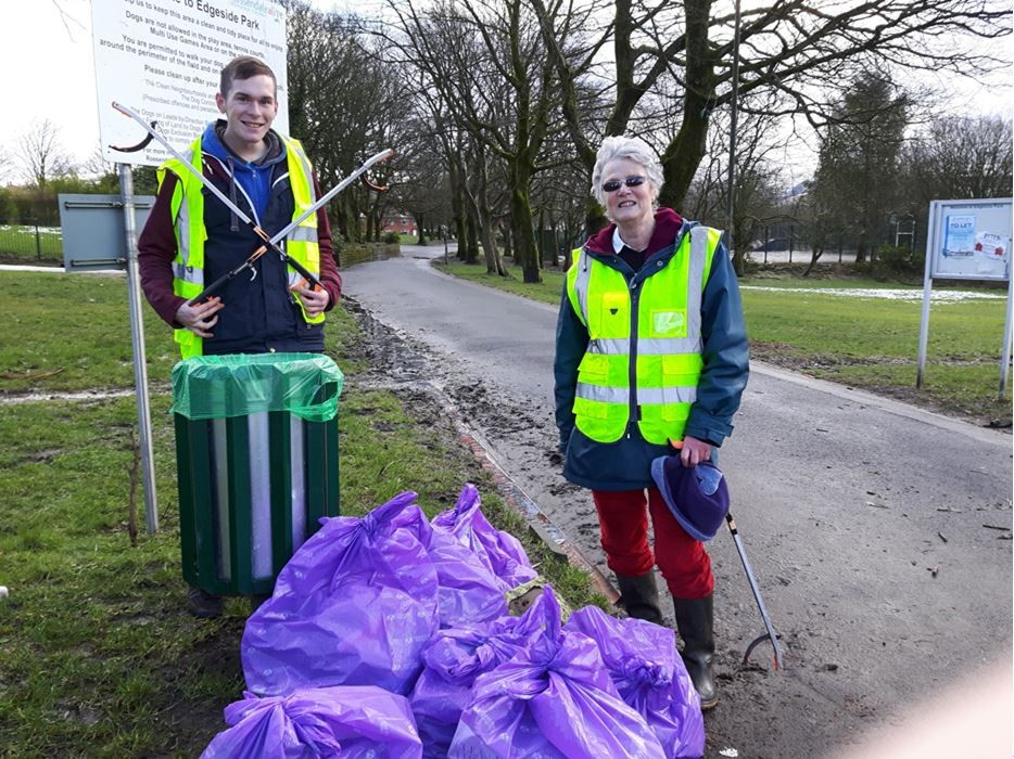 Community volunteers doing their patriotic litter picking at Edgeside Park