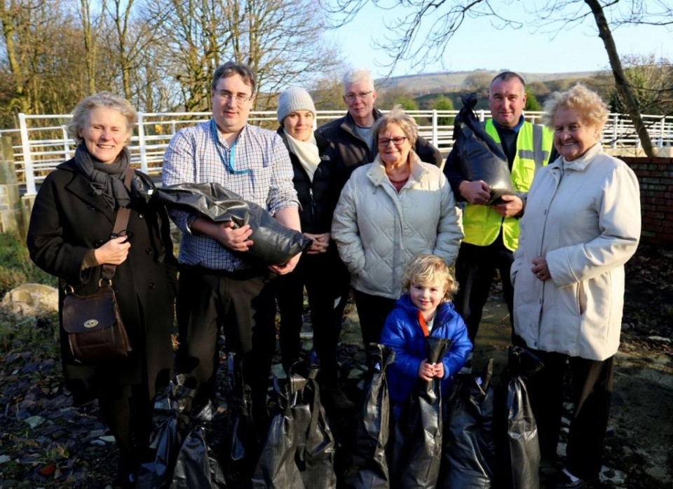 Cllrs Barnes and Lamb. along with Rossendale Council employees, hand out snadbags to those affected by the Boxing Day 2015 flooding in Irwell Vale